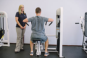 Physical therapist works with client in Fairfax, VA